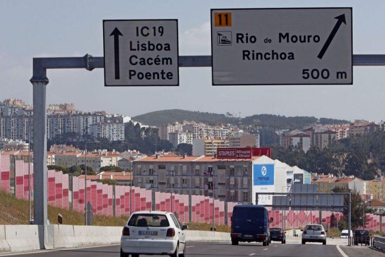 IC19, estrada que liga Lisboa a Sintra, cortado na noite de segunda-feira perto de Alfragide