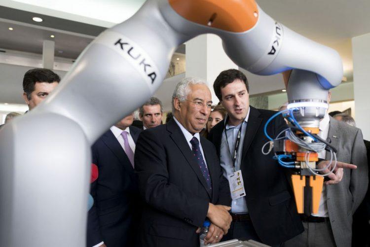 António Costa diz que Portugal tem de surfar onda da revolução digital