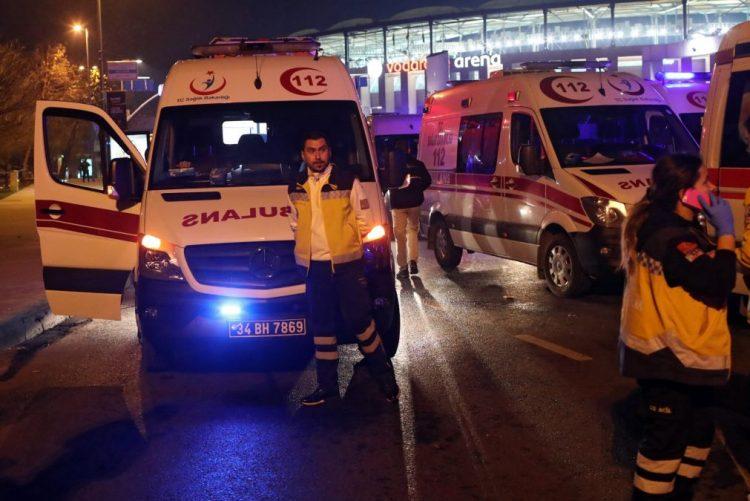 Explosão de carro armadilhado fere 20 polícias em Istambul