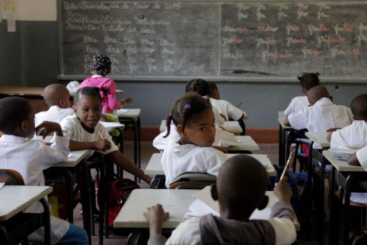 Escolas angolanas esperam perto de 10 milhões de alunos no novo ano letivo