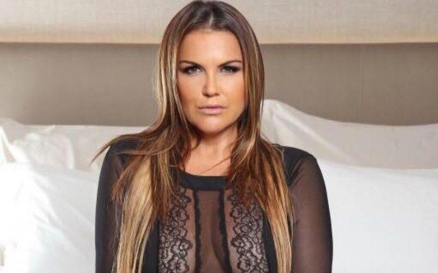 Katia Aveiro seduz brasileiros
