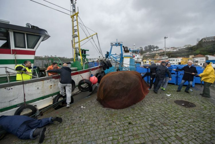 Marinha adverte pescadores para evitarem ir ao mar devido ao mau tempo