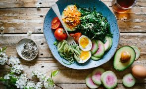 Afinal, comer à noite engorda mais?