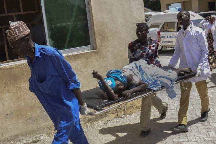 Bombistas-suicidas explodiram-se num mercado na Nigéria , pelo menos 17 feridos