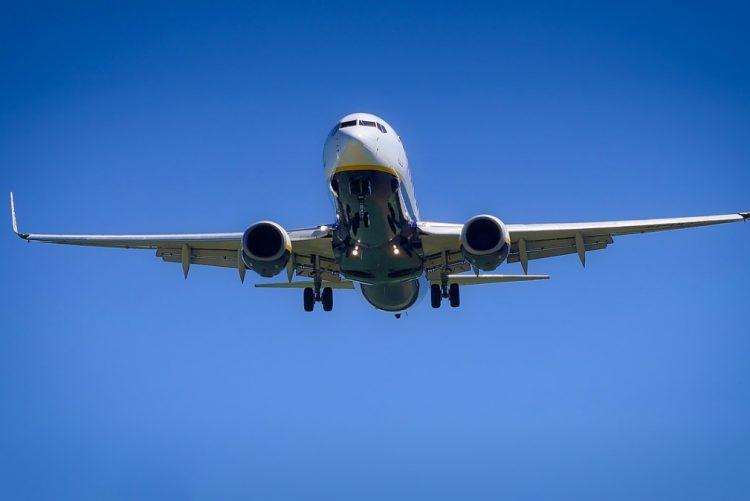 Companhia aérea abre concurso para casal viajar pelo mundo com tudo pago e com... ordenado