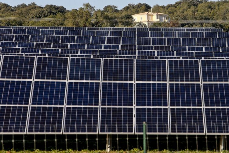 Portugal consumiu 27% de energia de fontes renováveis em 2015 - Bruxelas