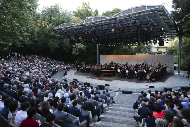 Coro e Orquestra Gulbenkian interpretam