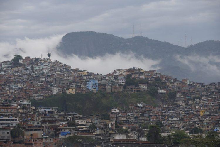 Dois mortos em tiroteio em favela do Rio de Janeiro, um deles filho de cantora famosa