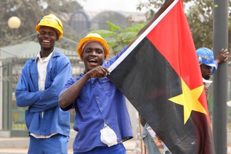 Comissão eleitoral estuda possibilidade de voto de angolanos no estrangeiro