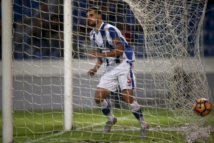 FC Porto goleia no reduto do Feirense e sobe ao segundo lugar da I Liga