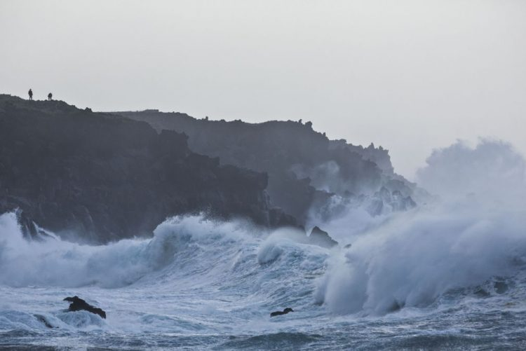 Mau tempo: Restrição de acessos a locais junto ao mar na zona oeste