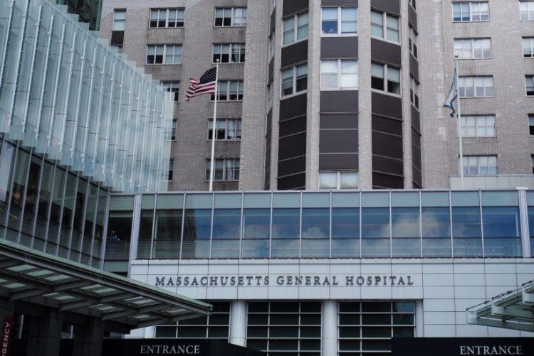 Centros médicos universitários EUA criticam restrições à imigração