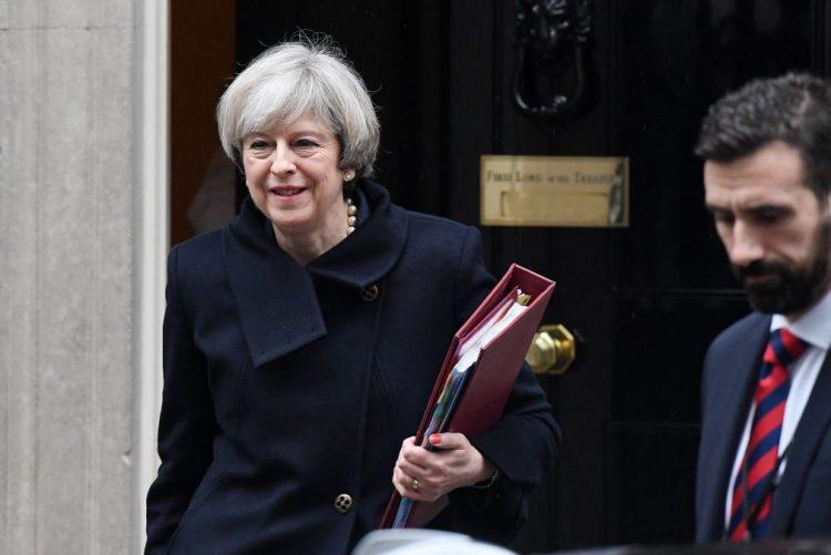 Brexit: PM Theresa May apresenta hoje