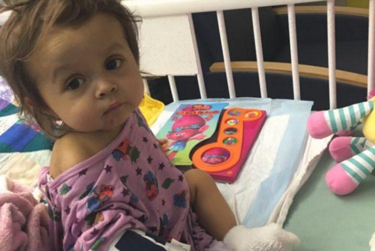 Ama doa parte de fígado para salvar menina com doença rara