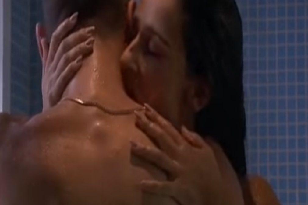 Escaldante – Rita Pereira e Pedro Barroso em cenas íntimas no duche