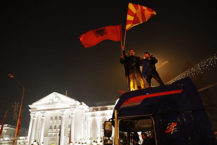 Governo e oposição reclamam ambos vitória nas legislativas da Macedónia