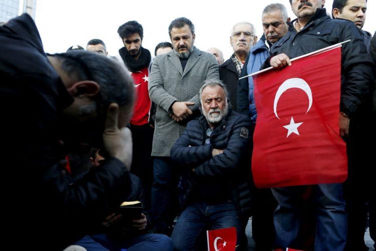 Sobe para 41 o número de mortos em duplo atentado em Istambul