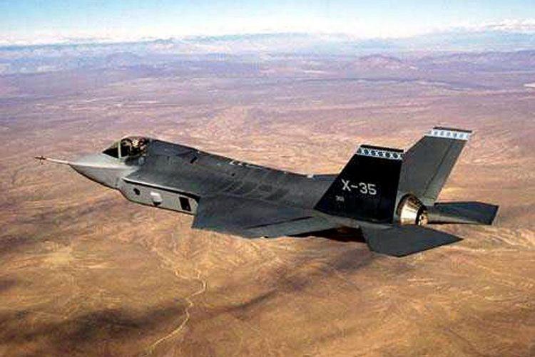 Trump critica custos dos aviões militares F-35 e defende poupança de milhões de dólares