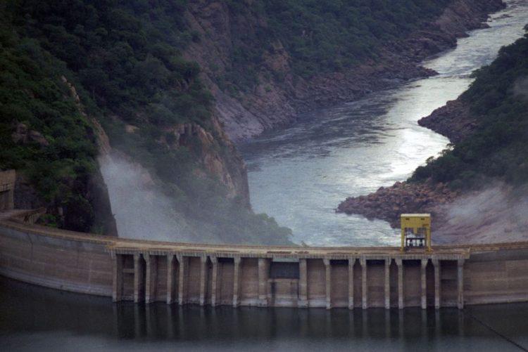 Cahora Bassa reduz fornecimento de energia devido a avaria