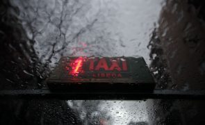 Taxista de 33 anos detido pela PSP por subir tarifas com telecomando