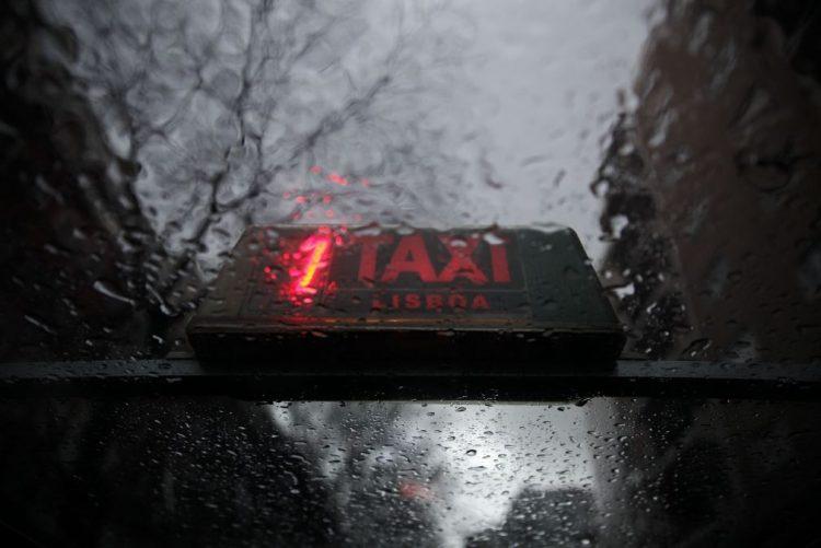 Lisboa: Roubam taxistas e acabam em prisão preventiva
