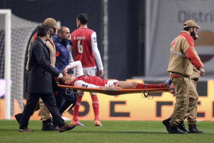 Stojiljkovic com lesão muscular só deverá regressar em 2017