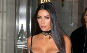 Saiba quanto mede a cintura de Kim Kardashian