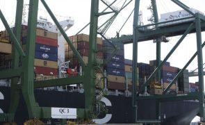Excedente do comércio externo de bens da zona euro recua em 2017 para 238 mil milhões de euros