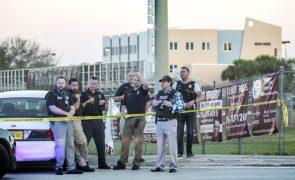 Atirador no liceu da Florida com 17 acusações de homicídio premeditado