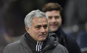 Mourinho nega má relação com Pogba e diz que notícias são uma mentira
