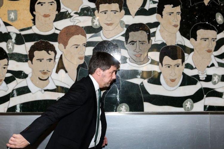 Sócios do Sporting decidem futuro de Bruno de Carvalho