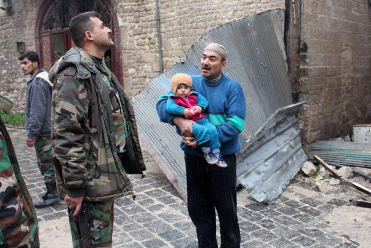 Retirada de civis e combatentes de Alepo atrasada