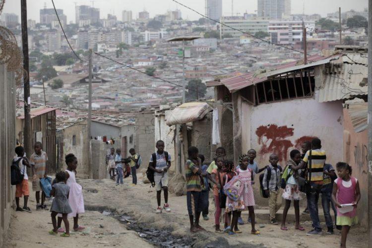Governo angolano prevê definir no primeiro trimestre de 2017 metas para salários