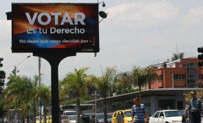 Colombianos começaram a votar em legislativas determinantes para a paz