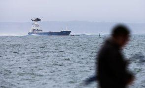 Operações de desencalhe de navio espanhol no Tejo retomadas cerca das 09:00