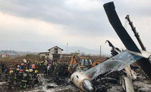 Última hora: Avião que se despenhou no Nepal faz 50 vítimas mortais (novo balanço)