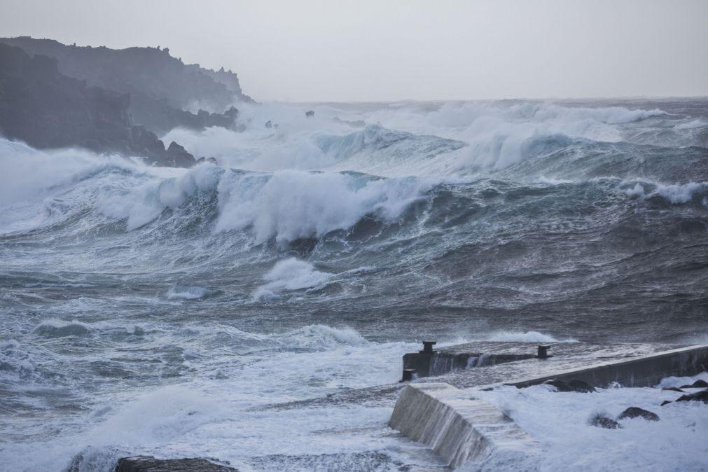 O mau tempo continua. Depressão Gisele chega aos Açores