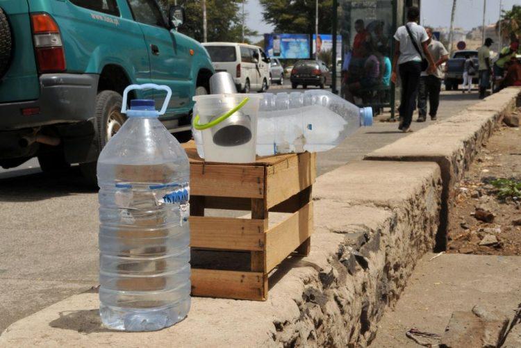 Dívida com fornecedor deixa mais de 700 deslocados sem água no centro de Moçambique