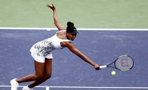 Venus Williams elimina irmã Serena na terceira ronda de Indian Wells