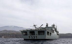 Fragata portuguesa assiste tripulantes de veleiro encalhado em Cabo Verde