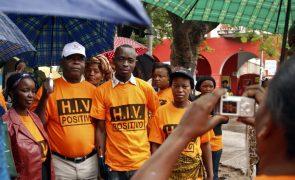Governo de Moçambique sobe de 1,9 para 2,1 milhões estimativa de portadores de HIV