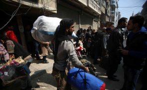 Retirada de civis de Ghouta Oriental, na Síria, pelo segundo dia consecutivo