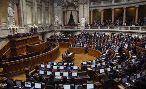 PSD, PS e CDS-PP chumbam alterações à lei laboral do PCP, BE e PEV
