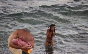 Momento em que turista dá à luz no Mar Vermelho captado em fotos