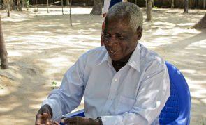 Dhlakama suspeita de irregularidades eleitorais que ameaçam conversações com PR de Moçambique