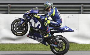 Valentino Rossi renova por dois anos com a Yamaha, até 2020