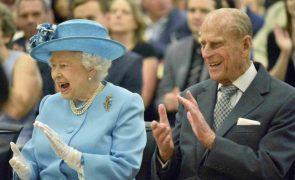 Rainha Isabel II oficializa o casamento do neto com a atriz americana