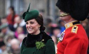 Kate Middleton Grávida de oito meses, enfrenta temperaturas negativas em nome do dever
