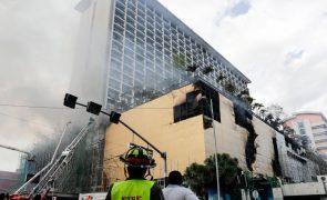 Última hora: Pelo menos quatro mortos em incêndio em hotel no centro de Manila