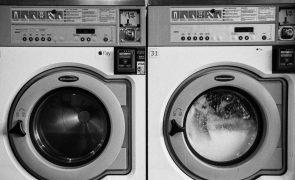 Mulher morre após bater com o braço na máquina de lavar a loiça